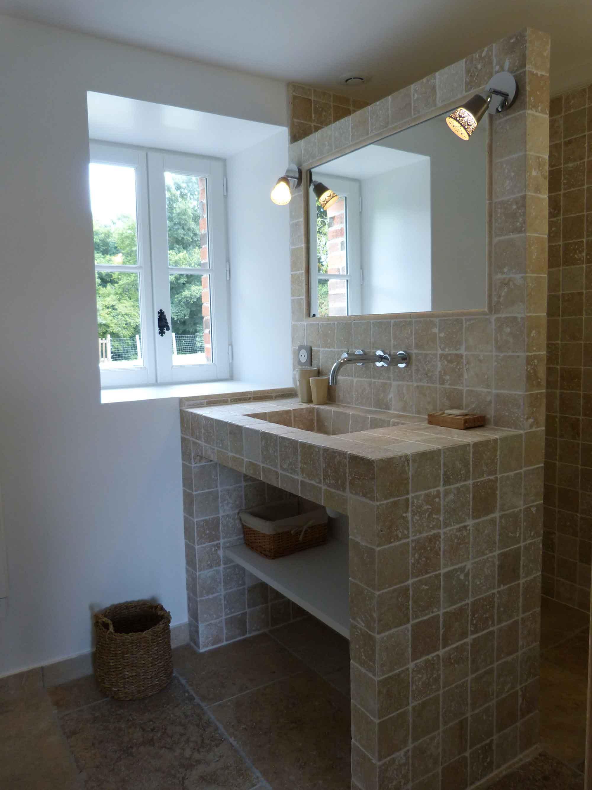 Photo d'une des salles de bain du gîte