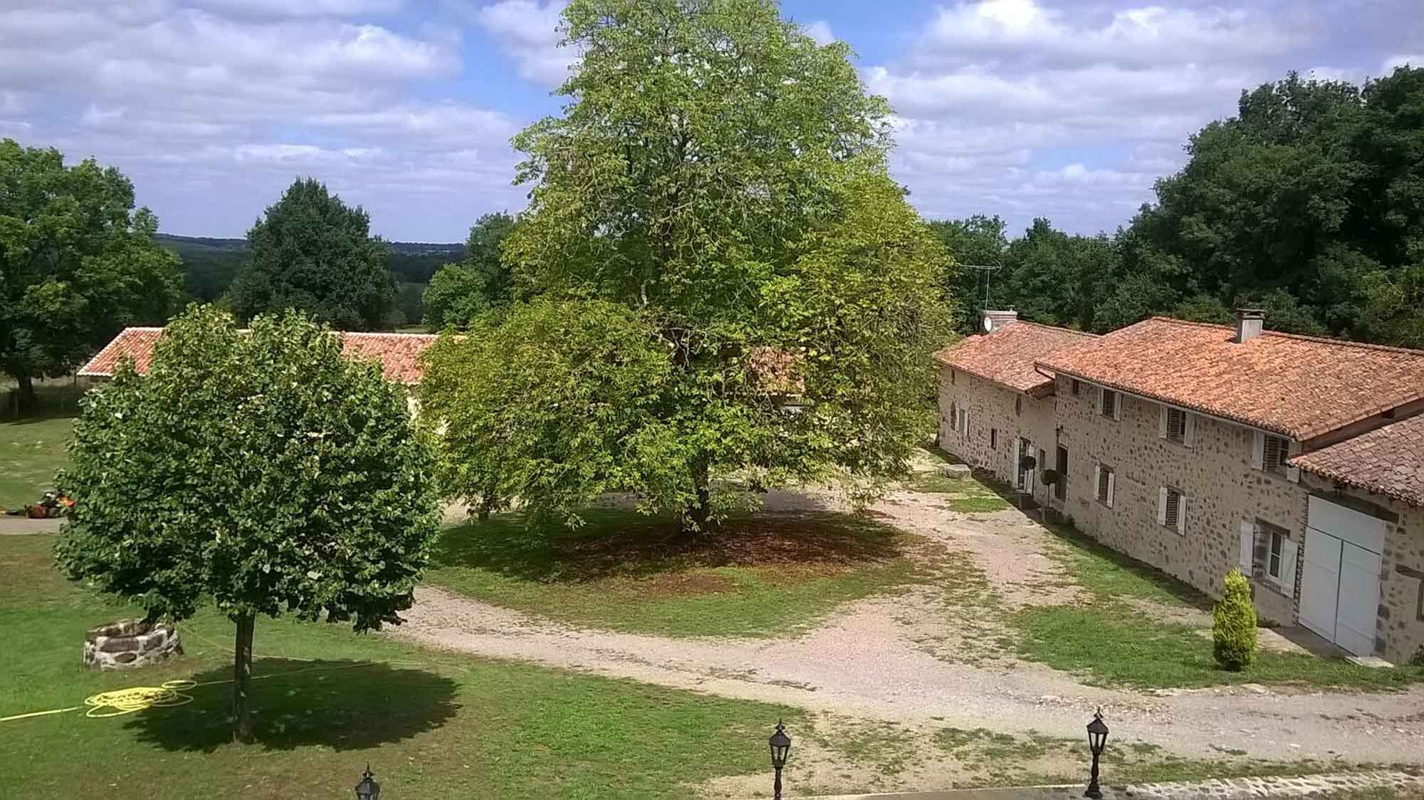 Photo de la cour du gîte