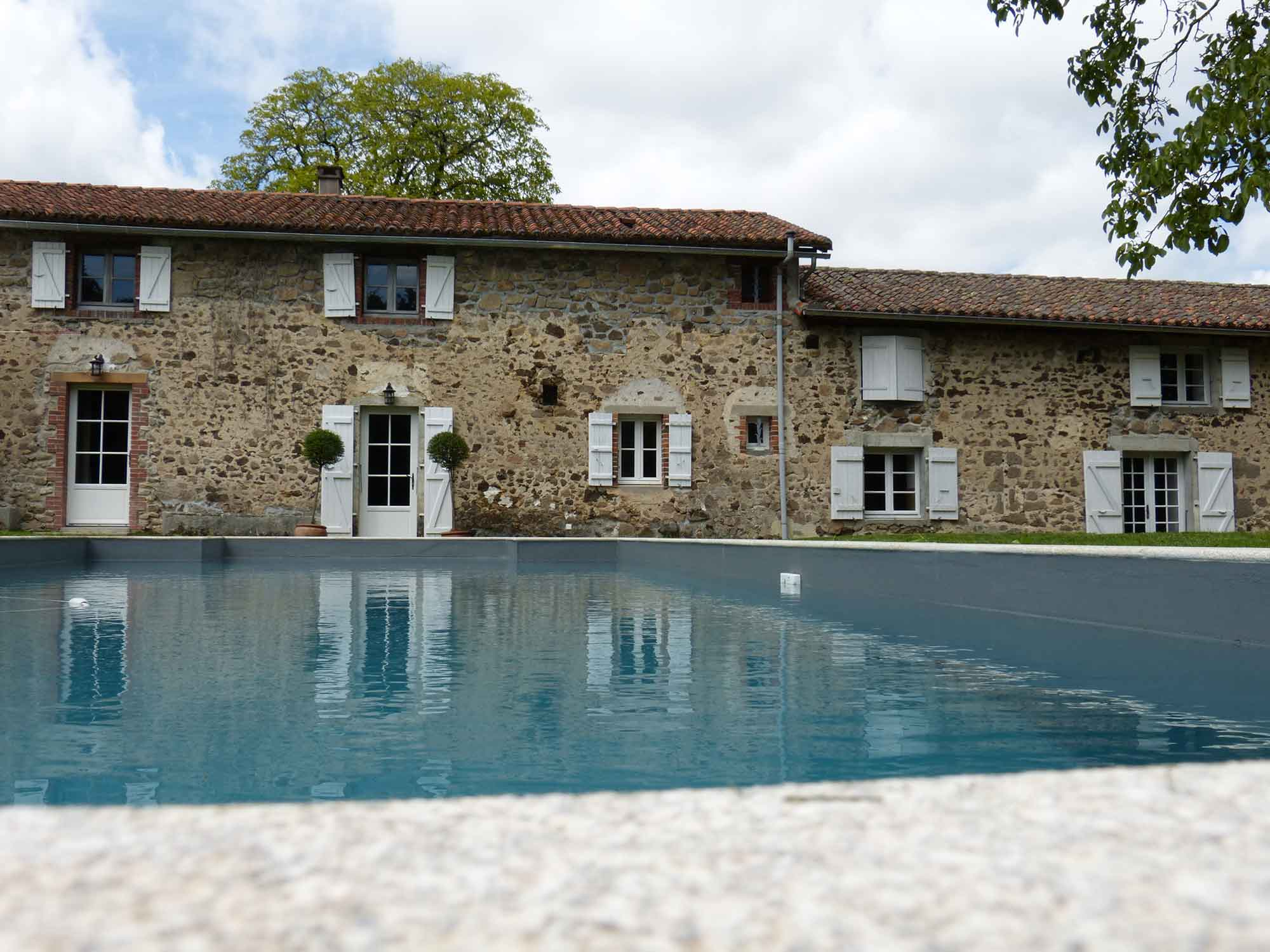 Photo de la piscine du gîte