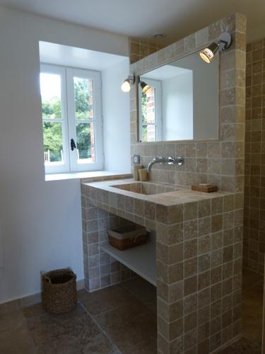 photo de la salle de bain du bas